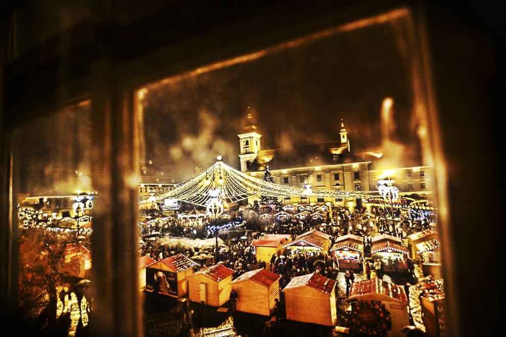 Imagine cu târgul de Crăciun, deschis în oraşul Sibiu, vineri, 21 noiembrie 2014.