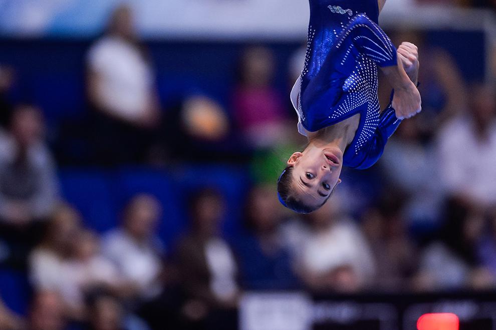 Olivia Cimpean, de la CSS-CSS Cetate Deva, evoluează în cadrul Campionatului Naţional de Gimnastică, care a avut loc la Sala Polivalentă din Bucureşti, duminică, 27 septembrie 2015.