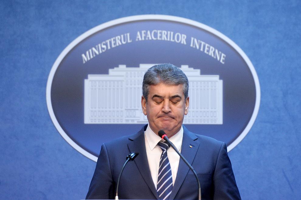 Ministrul Afacerilor Interne, Gabriel Oprea, susţine o conferinţă de presă, după aproape o saptămână de la accidentul în care şi-a pierdut viaţa poliţistul Bogdan Gigina, la sediul MAI din Bucureşti, luni, 26 octombrie 2015.