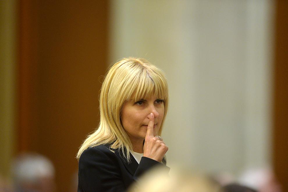 Elena Udrea participă la şedinţa Camerei Deputaţilor în care se votează solicitarile Parchetului de pe lânga Înalta Curte de Casaţie şi Justiţie, de încuviinţare a arestării sale preventive, în Bucureşti, luni, 9 februarie 2015.