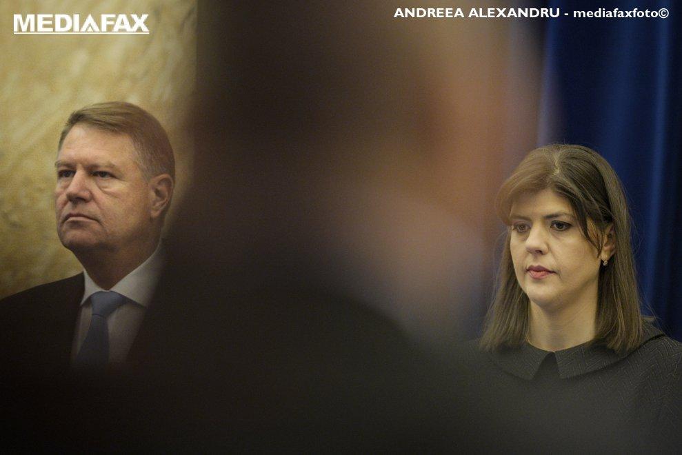 Presedintele Klaus Iohannis (S) si procurorul sef al DNA, Laura Codruta Kovesi (D), asculta imnul de stat, miercuri, 28 februarie 2018,in timpul sedintei de prezentare a raportului de activitate al Directiei Nationale Anticoruptie pe anul 2017, la Cercul Militar National din Bucuresti.