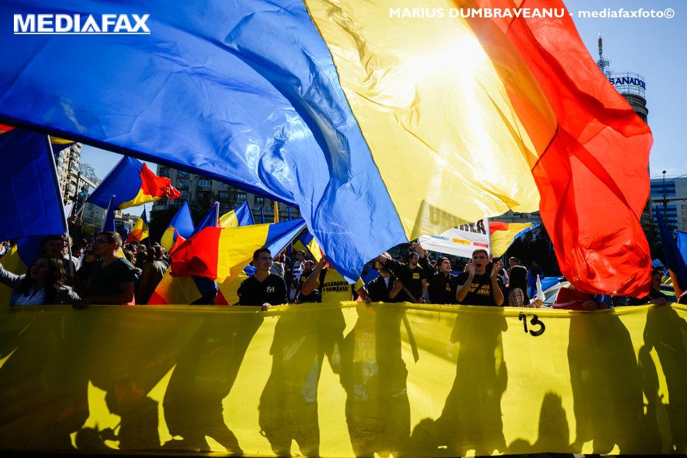 Persoane participa la un mars pentru unirea Basarabiei cu România, in Bucuresti, duminica, 20 octombrie 2013. MARIUS DUMBRAVEANU / MEDIAFAX FOTO