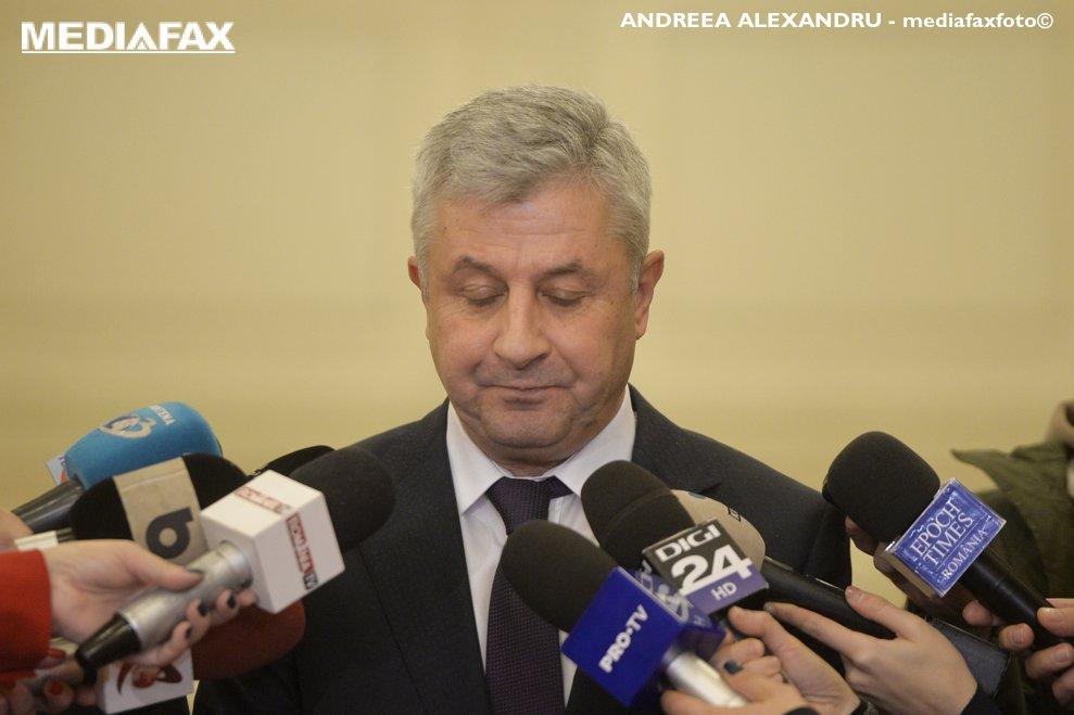 Vicepresedintele Camerei Deputatilor, Florin Iordache (C), reactioneaza la intrebarile adresate de jurnalisti, dupa ce a suspendat sedinta in care a fost pusa in discutie demiterea lui Liviu Dragnea din functia de presedinte al forului legislativ, miercuri 5 decembrie 2018, la Palatul Parlamentului. ANDREEA ALEXANDRU / MEDIAFAX FOTO