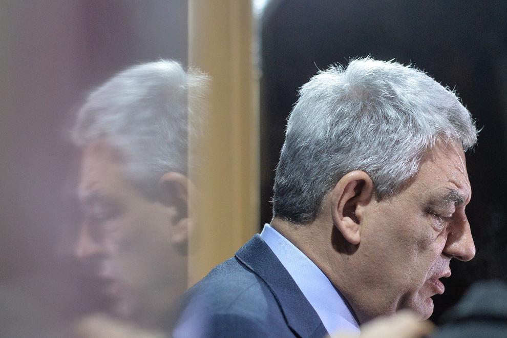 Premierul Mihai Tudose paraseste, luni, 15 ianuarie 2018, sediul central al PSD din Bucuresti dupa ce a participat la sedinta Consiliului Executiv national al Partidului Social Democrat (CExN al PSD). ALEXANDRU DOBRE / MEDIAFAX