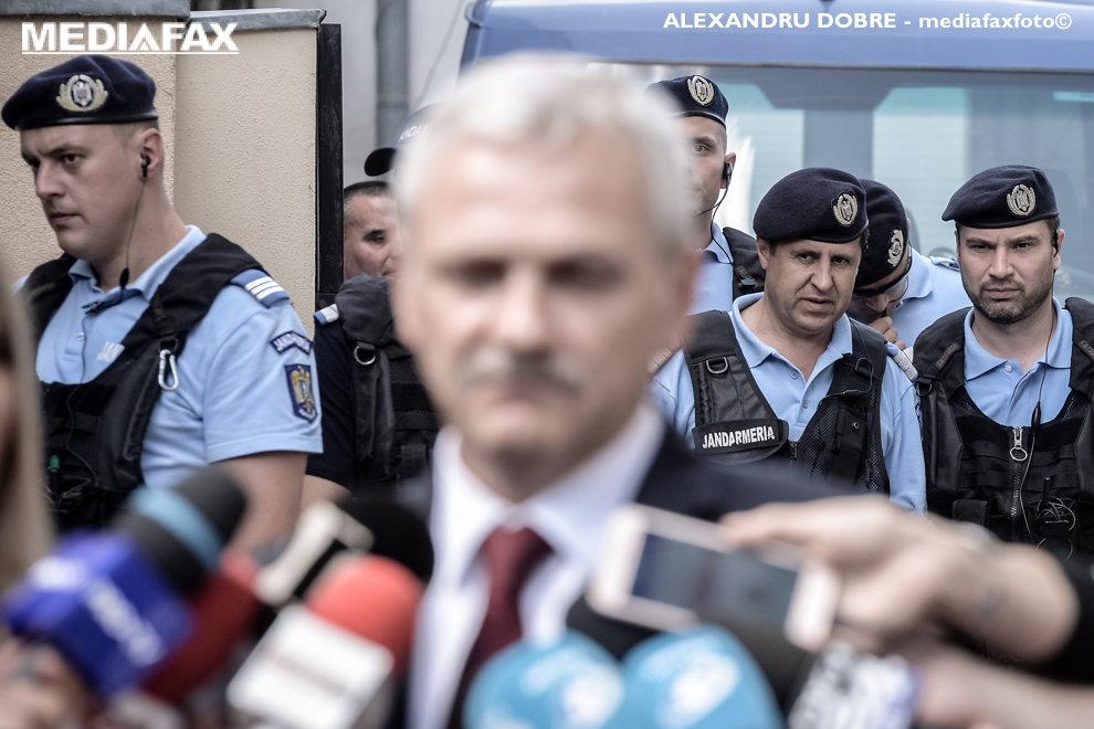 Seful Camerei Deputatilor, liderul PSD Liviu Dragnea, paraseste sediul Inaltei Curti de Casatie si Justitie din Bucuresti, la finalul audierilor in ultimul termen al procesului de coruptie in care este implicat impreuna cu fosta sa sotie, marti 15 mai 2018. ALEXANDRU DOBRE / MEDIAFAX FOTO