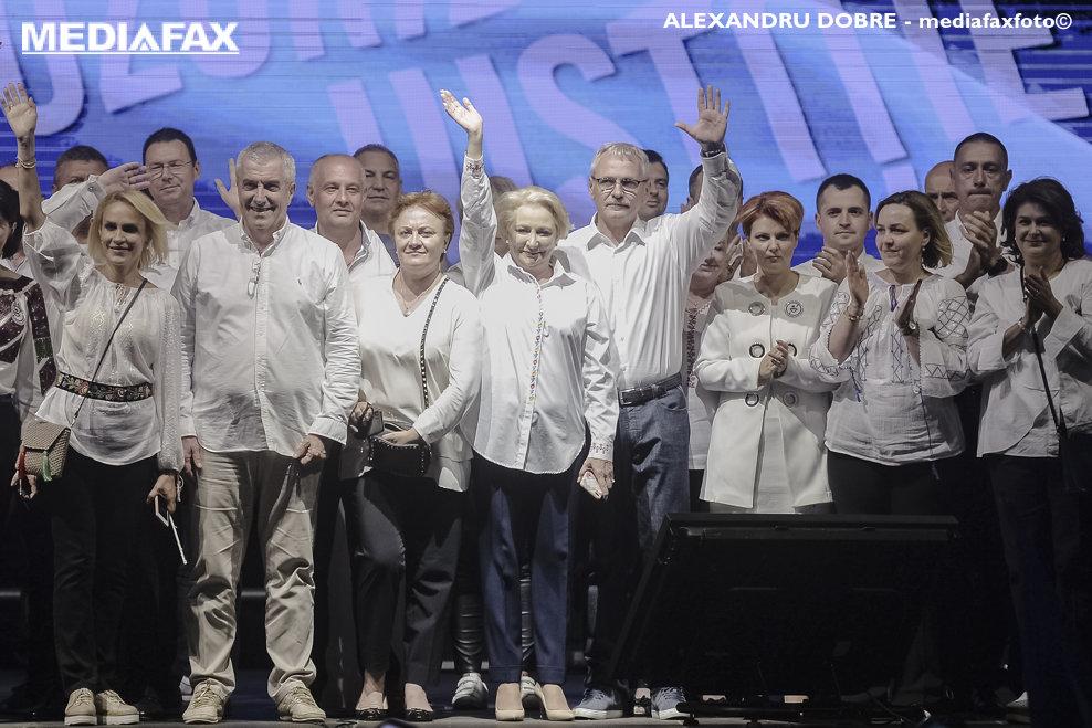 """Liderii coalitiei PSD-ALDE, de guvernare, participa la un miting organizat , impotriva """"abuzurilor statului paralel"""", in Piata Victoriei din Bucuresti, sambata 9 iunie 2018. ANDREEA ALEXANDRU / MEDIAFAX FOTO"""