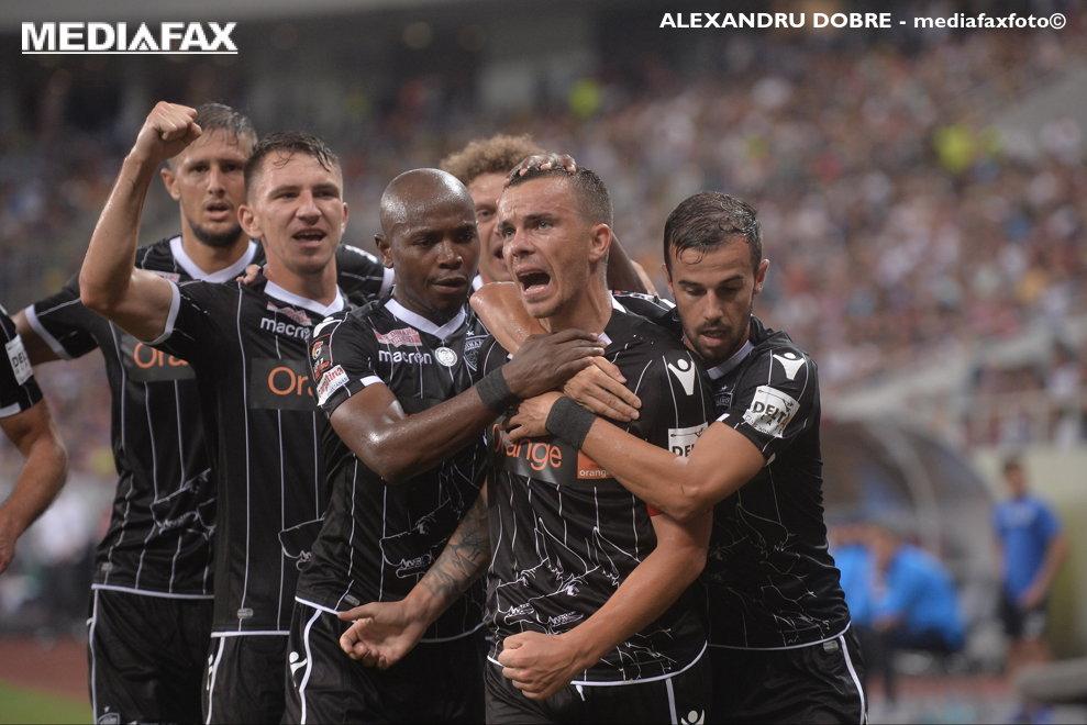 Jucatorii formatiei Dinamo Bucuresti, reactioneaza dupa inscrierea unui gol in timpul meciului de fotbal contra echipei FCSB din etapa a II-a a Ligii 1, disputat pe Arena Nationala din Bucuresti, duminica, 29 iulie 2018.ALEXANDRU DOBRE / MEDIAFAX FOTO