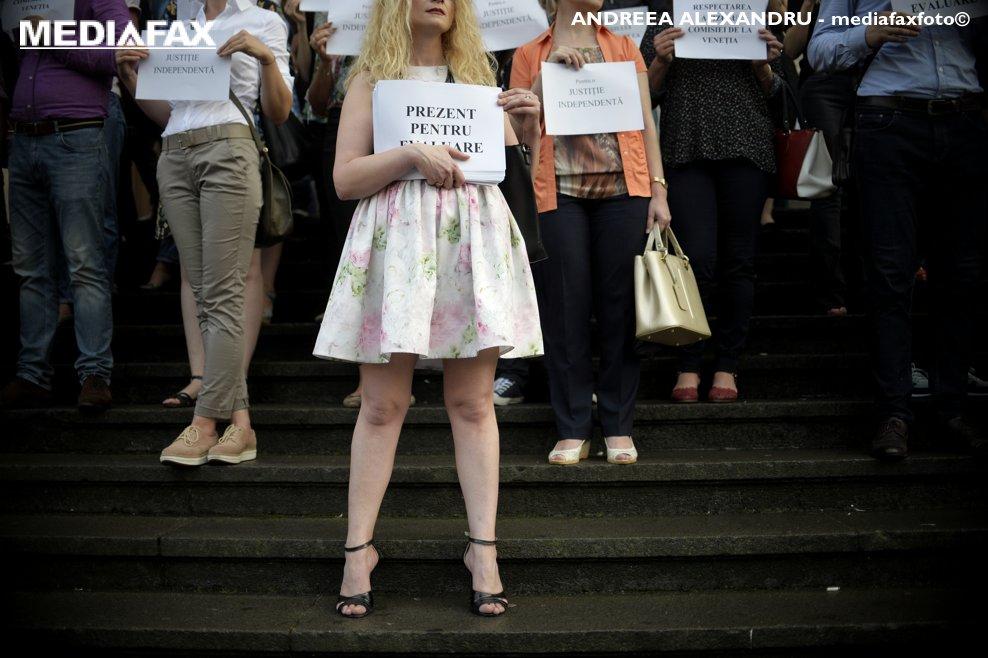 Magistrati din toata tara protesteaza fata de modificarile aduse Legilor Justitiei si a Codului Penal si de Procedura Penala, in fata Curtii de Apel Bucuresti, duminica, 16 septembrie 2018. ANDREEA ALEXANDRU / MEDIAFAX FOTO