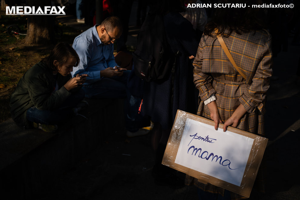 """Persoane participa la marsul """"Impreuna pentru siguranta femeilor!"""", in Bucuresti, sambata 20 octombrie 2018. ADRIAN SCUTARIU / MEDIAFAX FOTO"""