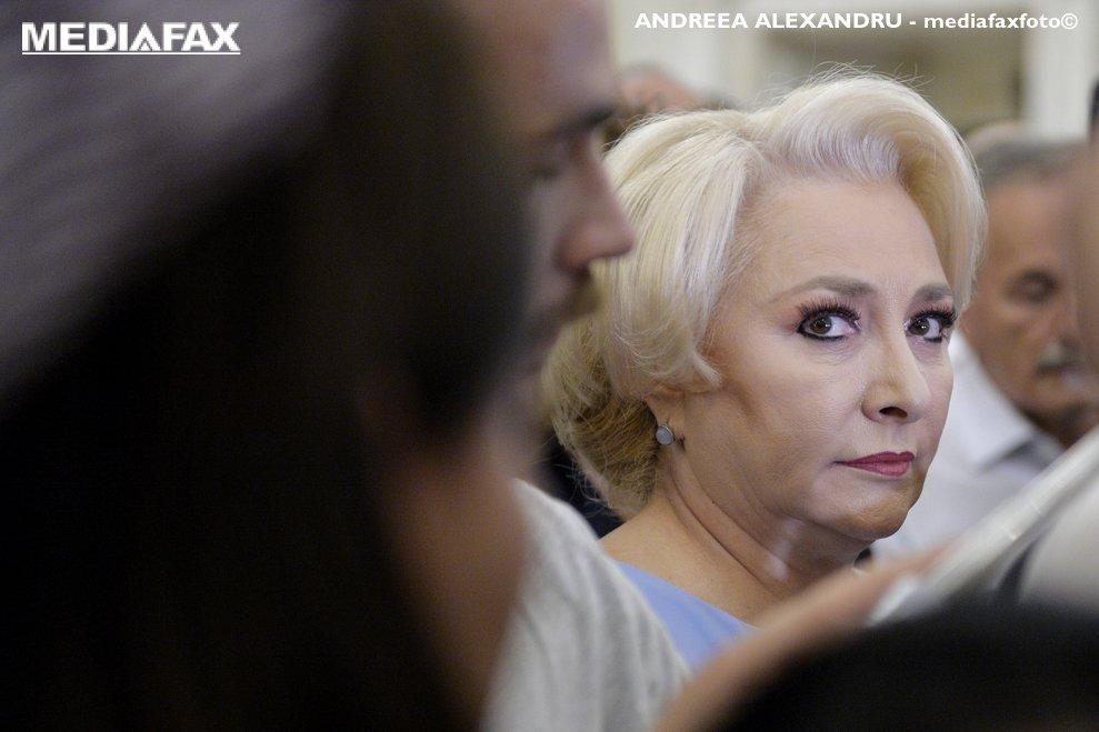 Premierul Viorica Dancila asculta declaratia de presa a liderului PSD, Liviu Dragnea, vineri, 22 iunie 2018 la Palatul Parlamentului din Bucuresti, dupa sedinta Comitetului Executiv National(CExN) al PSD care a avut loc in contextul condamnarii presedintelui partidului, la 3 ani si 6 luni de inchisoare cu executare, in prima instanta, in dosarul DGASPC Teleorman. ANDREEA ALEXANDRU / MEDIAFAX FOTO