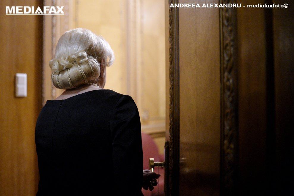 Premierul Viorica Dancila intra in sala unde se va desfasura sedinta Comitetului Executiv National (CExN) al PSD  in care tema principala este remanierea guvernamentala, la Palatul Parlamentului, luni, 19 noiembrie 2018. ANDREEA ALEXANDRU / MEDIAFAX FOTO