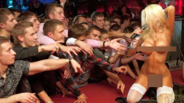 Aviz vedetelor din România! Aşa se desfăşoară un concert în Rusia!