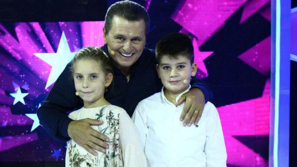Premieră: Nea Mărin, alături de nepoţii săi, într-un show de televiziune