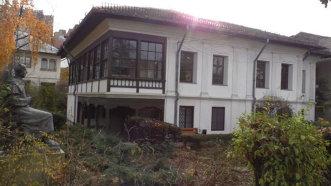Casa Melik, locuinţa-muzeu norocoasă din Bucureşti ce rezistă de circa 250 de ani. L-a găzduit inclusiv pe fugarul-revoluţionar Ion C. Brătianu