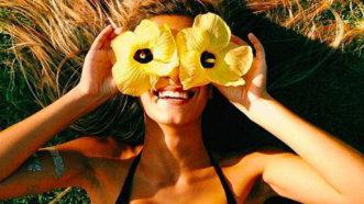 """""""Nu este greu să fim fericiţi"""". 5 gesturi simple pe care le poate face oricine"""