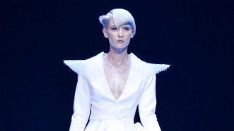 Blondul ultraviolet, culoarea vedetă pentru anul 2018