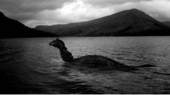 Monstrul din Loch Ness şi-a făcut din nou apariţia!? Un turist din Grecia l-ar fi fotografiat!