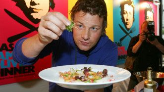 Iată cum arată familia bucătarului Jamie Oliver! Modul inedit prin care îşi pedepseşte cei 5 copii