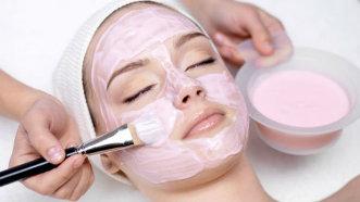 3 semne că ai nevoie de un tratament facial