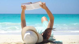 8 cărţi de citit în vacanţă. Recomandările verii
