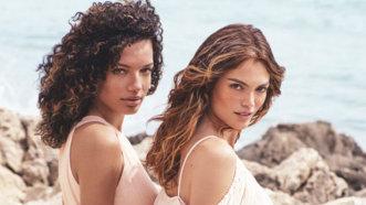 Ţine umezeala departe de părul tau. 3 trucuri pentru coafuri rezistente de vară