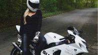 Acest poliţist este un adevărat maestru pe motocicletă