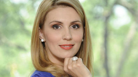 La televizor e sobră, însă cum arată Paula Rusu de la Realitatea TV în costum de baie!