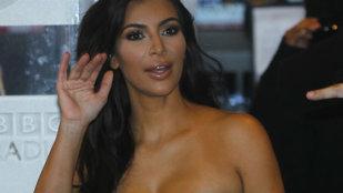 Kim Kardashian, fără lenjerie pe stradă! S-a văzut tot