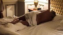 O vedetă de la noi obişnuieşte să doarmă fără haine şi arată asta şi fanilor ei!
