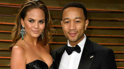 John Legend a rupt topurile internaţionale! Uite cum arată soţia lui, complet dezbrăcată