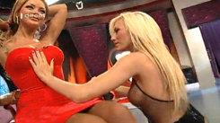 Scene tulburătoare la TV! Pictoriţa topless s-a dezbrăcat în poala Biancăi Drăguşanu