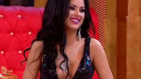 """Daniela Crudu, prea """"păcătoasă"""" la TV! Rochia asistentei s-a dat crăpat şi i-a dezvelit..."""