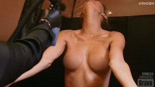 Şantajată de un fost iubit cu poze XXX, o vedetă TV le-a postat ea pe net!