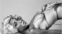 Provocator: Modelul cu vitiligo îşi arată formele! Altfel de frumuseţe şi senzualitate!