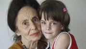 Fiica Adrianei Iliescu, cea mai bătrână mamă din România, o adevărată domnişoară! Ce mare frumoasă este Eliza!