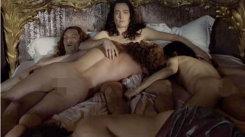 Orgii sexuale în toată regula, nuditate maximă şi multe momente deocheate. Trebuie să vezi! - FOTO&VIDEO