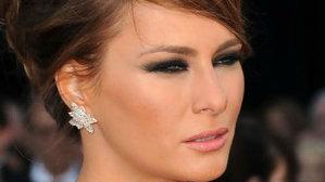 De ce Melania Trump stă mereu cu ochii mijiţi?