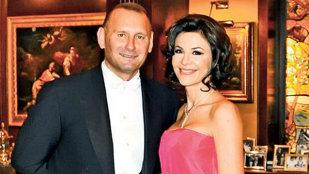 Ce familie frumoasă are Viorel Cataramă! - Imagini din reşedinţa lor de la Snagov
