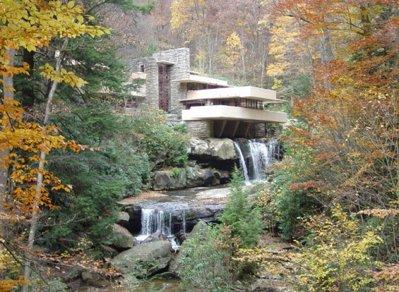 Fallingwater, una dintre cele mai faimoase case din lume si sursa de inspiratie pentru brad pitt
