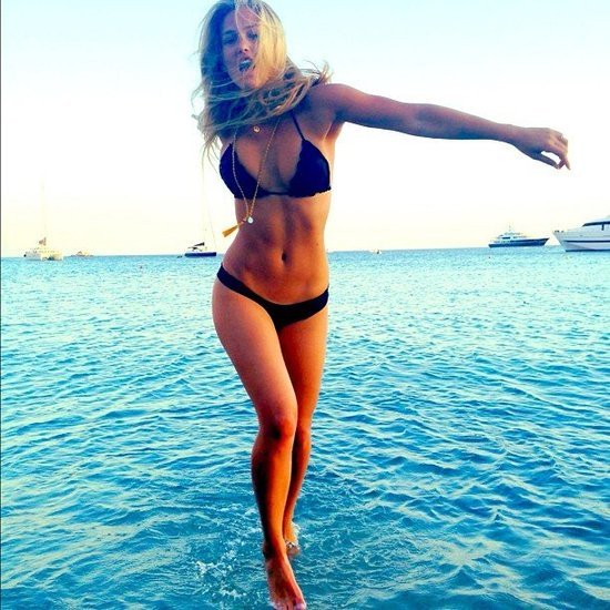Vedete in bikini; Foto; Hepta, Twitter Bar Refaeli News