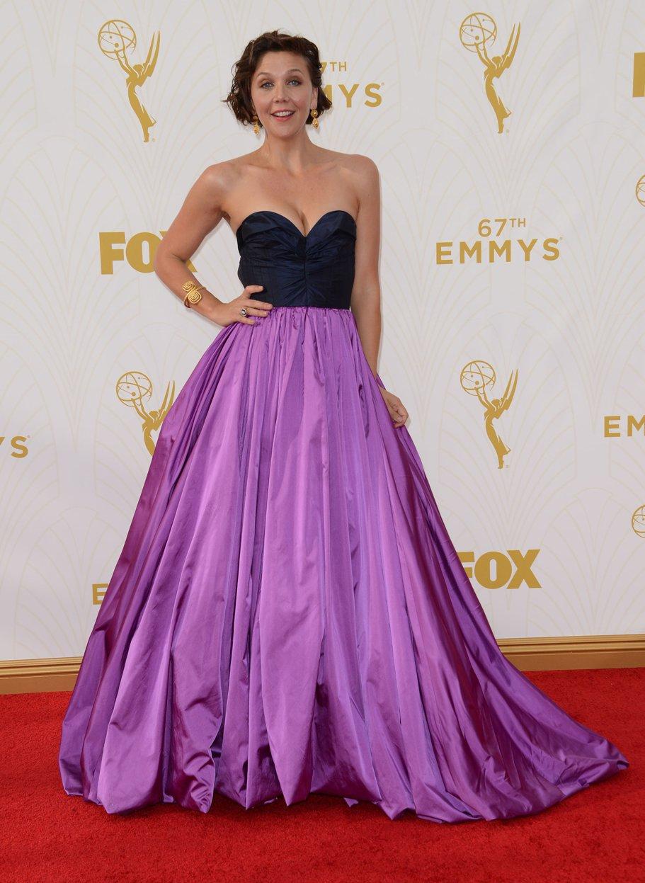 Premiile Emmy 2015 - covorul roşu Maggie Gyllenhaal