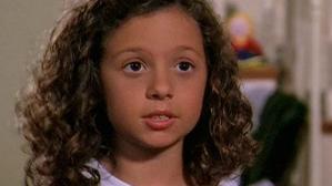 """Ţi-o mai aminteşti pe fetiţa drăgălaşă din serialul """"Al şaptelea cer""""? Cum arată acum"""