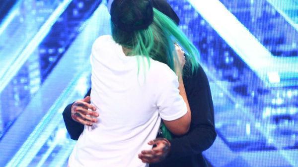 Carla's Dreams, sărut pasional de o concurentă îndrăzneaţă - FOTO