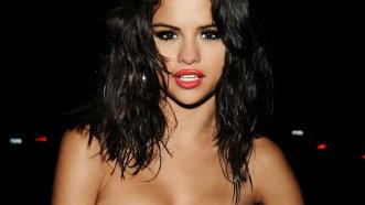 Selena Gomez, în ipostaze tandre alături de noul iubit - FOTO