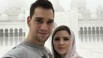 Criss şi Vlad, în vacanţă în Emiratele Arabe - FOTO