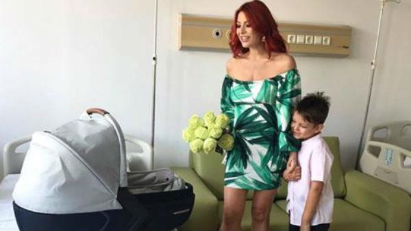 Primele imagini cu fetiţa Elenei Gheorghe! Ce nume va purta micuţa