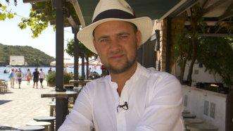 Cosmin Seleşi, răsfăţat cu o petrecere surpriză de ziua lui, în Grecia