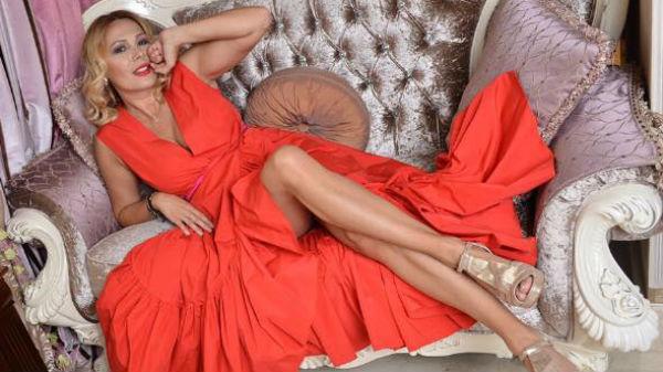 Dana Săvuică nu se mai ascunde!  Iubeşte din nou, după divorţ - FOTO în articol