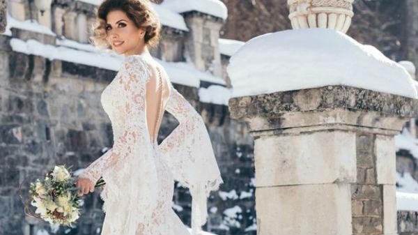 Imagini pentru carmen bruma rochie mireasa
