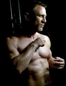 Daniel Craig a uimit pe toata lumea cu forma sa fizica impresionanta: actorul arata mai bine ca niciodata in Skyfall
